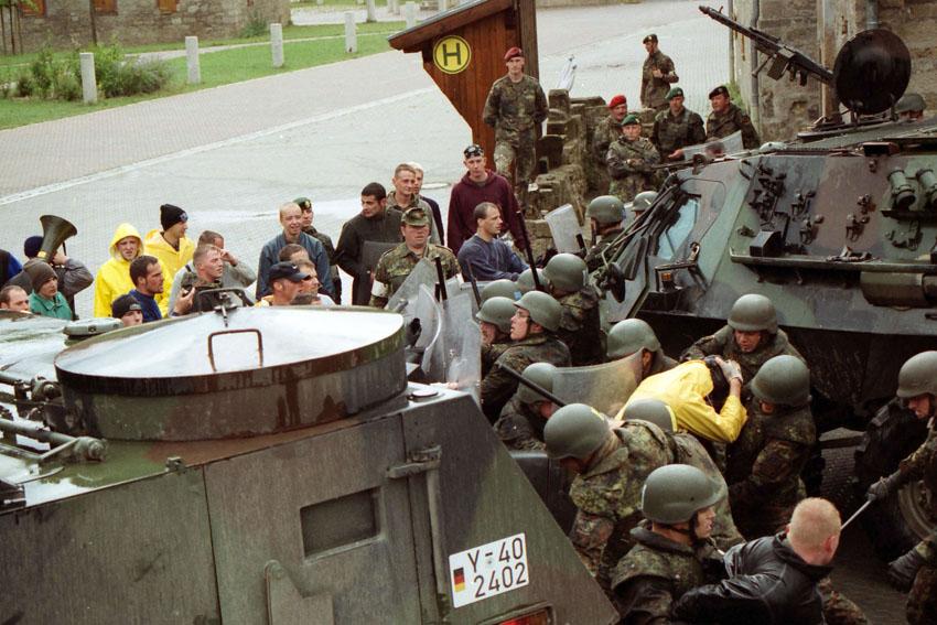Bundeswehr-Soldaten bereiten sich auf einen Einsatz im Kosovo vor - Impressionen vom Truppenübungsplatz in Hammelburg.  Bild: A. Ellinger