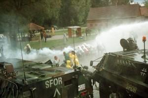 Die Bundeswehr übt auf dem Truppenübungsplatz bei Hammelburg Einsätze in Polizei-Manier - als Vorbereitung für ihren Einsatz im Kosovo. Bild: A. Ellinger