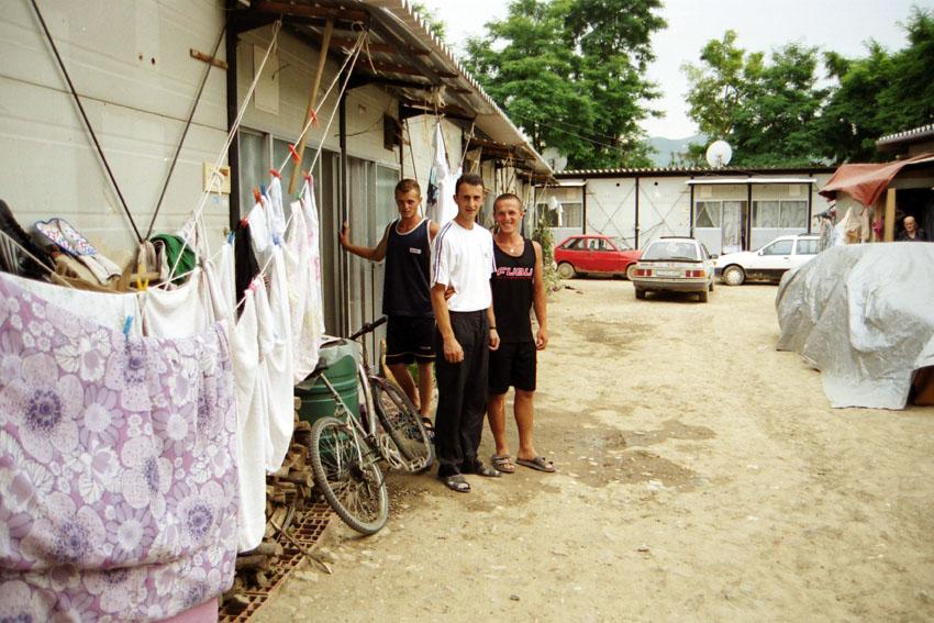 Eine Container-Siedlung, in der Flüchtlinge im Kosovo leben, die aus Deutschland abgeschoben worden sind. Bild: A. Ellinger