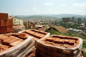Der Wiederaufbau im Kosovo hat begonnen. Bild: A. Ellinger