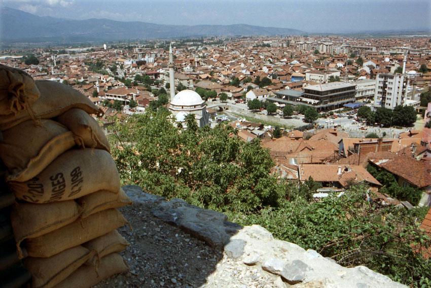 Sandsäcke als Schutz einer Bundeswehrstellung in Prizren. Bild: A. Ellinger